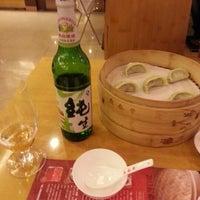 Photo taken at 鼎泰丰 Din Tai Fung by Raj B. on 12/31/2012