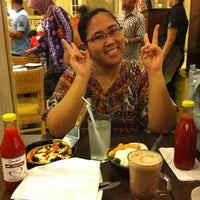 Photo taken at Pizza Hut by Sdr H. on 8/9/2013