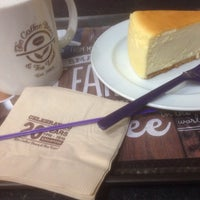 Photo taken at The Coffee Bean & Tea Leaf by NA A. on 8/13/2016