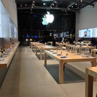 Photo taken at Apple Palo Alto by Tim F. on 2/6/2013