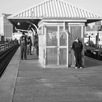 Photo taken at CTA - Wilson by Ariel A. on 1/21/2013