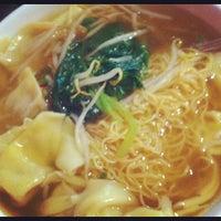 Photo taken at Sammy's Noodle Shop by Nadja M. on 9/18/2012