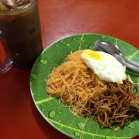 Photo taken at Makan Place by Farida F. on 6/26/2013