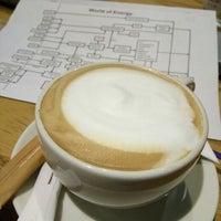 Photo taken at The Coffee Bean & Tea Leaf by Amril Taufik G. on 7/19/2016
