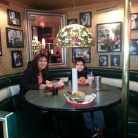 Photo taken at Fuddruckers by Rosa Virgínia on 1/1/2013