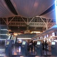 Photo taken at HND International Terminal by justin r. on 3/28/2013