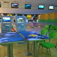 Photo taken at Via Bowling by Vinicius Andrade H. on 10/11/2012