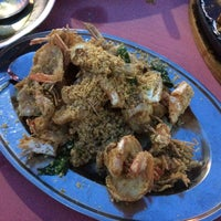 Photo taken at Beserah Seafood Restaurant by Cowcow W. on 5/16/2015