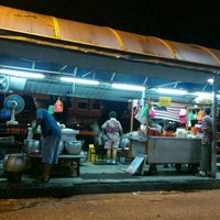 Photo taken at Jalan Ipoh Curry Mee by WMW on 7/27/2016