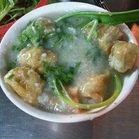 Photo taken at Cháo Thuận Phát by Hennessy A. on 10/18/2012