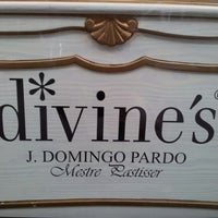 Photo taken at Divine's by Manel F. on 9/23/2012