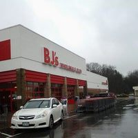 Photo taken at BJ's Wholesale Club by Mely on 12/21/2012