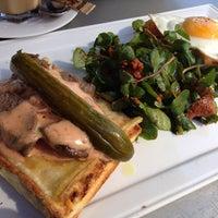 Photo taken at Medina Café by Louis on 7/6/2013
