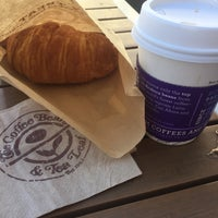 Photo taken at The Coffee Bean & Tea Leaf® by James L. on 9/16/2015