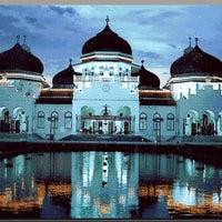 Photo taken at Masjid Raya Baiturrahman by jerry d. on 6/14/2013