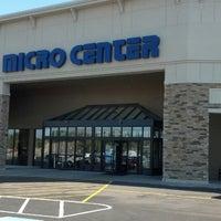 Photo taken at Micro Center by Mia H. on 9/23/2013