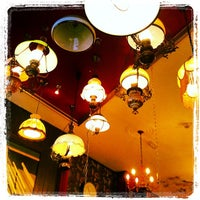 Photo taken at The Flying Pig Downtown Hostel by Welysson S. on 10/1/2012