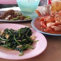Photo taken at Batu 8 Kapar Seafood by Andy S. on 11/21/2015