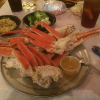 Photo taken at The Mad Crabber by Gabriel L. on 9/20/2014