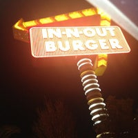 Photo taken at In-N-Out Burger by Chalmette Shoes on 1/10/2013