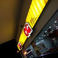 Photo taken at QG Jeitinho Caseiro by Damasceno R. on 12/17/2012