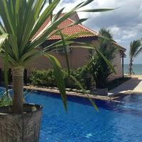 Photo taken at Lanta Paradise Beach Resort by Carolina O. on 2/5/2013