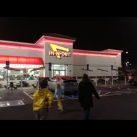 Photo taken at In-N-Out Burger by Norsely on 11/26/2012