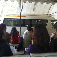 Photo taken at ท่ารถตู้มธ.รังสิต - อนุสาวรีย์ฯ/ฟิวเจอร์ฯ (TU-Future Park Rangsit/Victory Monument Van Stop) by Mayzii_May on 1/18/2013