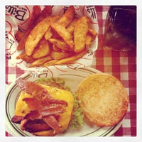 Photo taken at Bill's Bar & Burger by Pierre W. on 1/1/2013