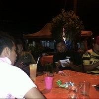 Photo taken at Kedai Mek (YINAVIN Seafood) by simur@q on 12/15/2012