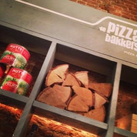 Photo taken at De Pizzabakkers by Grardie A. on 2/2/2014