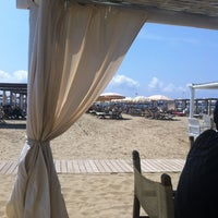 Photo taken at Bagno Il Cavallone by Huib B. on 7/24/2013