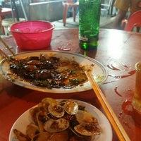 Photo taken at Restoran Sixty Three Kopitiam (63 茶餐室) by Winnie C. on 4/9/2016