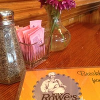 Photo taken at Mrs. Rowe's Restaurant by Linda H. on 9/28/2013