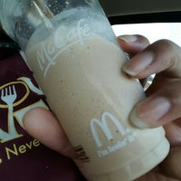 Photo taken at McDonald's by Caramels' D. on 11/14/2015