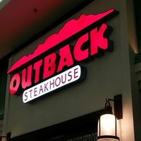 Photo taken at Outback Steakhouse by Tamiris L. on 4/26/2013