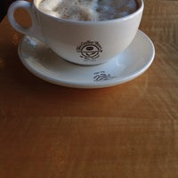 Photo taken at The Coffee Bean & Tea Leaf® by Carlos C. on 10/31/2013