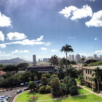 Photo taken at University of Hawai'i at Mānoa by Linh H. on 12/14/2012