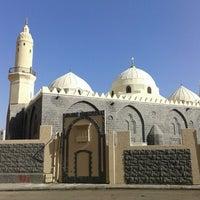 Photo taken at Masjid Abu Bakar, Madinah by diki p. on 1/31/2014