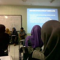Photo taken at Kelas D kampus analis kesehatan by Ning C. on 10/18/2013