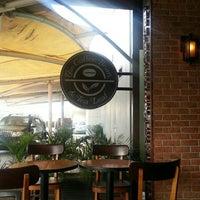 Photo taken at The Coffee Bean & Tea Leaf by AriA on 10/13/2015
