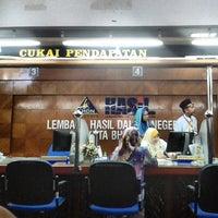 Photo taken at Lembaga Hasil Dalam Negeri (LHDN) by dutakelantan b. on 2/23/2014
