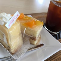 Photo taken at ママのえらんだ元町ケーキ 元町本店 by 134 y. on 3/11/2016