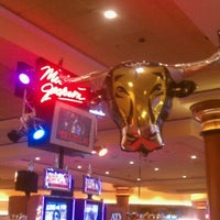 Photo taken at South Point Hotel & Casino by S W. on 10/28/2012