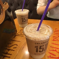 Photo taken at The Coffee Bean & Tea Leaf by Tae-young S. on 7/3/2016