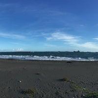 Photo taken at 旗津海水浴場 Cijin Beach by Markus T. on 6/29/2016