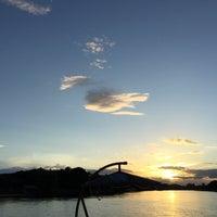 Photo taken at แพอาหารริมน้ำ คุณอี๊ด by Wasantakan S. on 7/11/2015