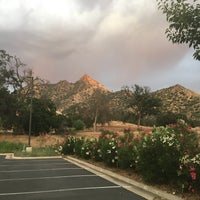 Photo taken at Comfort Inn & Suites Sequoia Kings Canyon by Rober T. on 5/29/2016