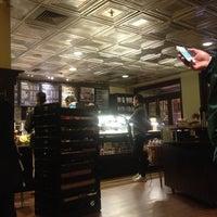 Foto tirada no(a) Starbucks por Tomohiko I. em 4/15/2013