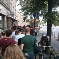 Photo taken at Mustafas Gemüse Kebap by Maik C. on 6/9/2013